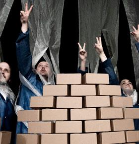 spektakl-dom-murem-podzielony-pkz-dabrowa-gornicza-min